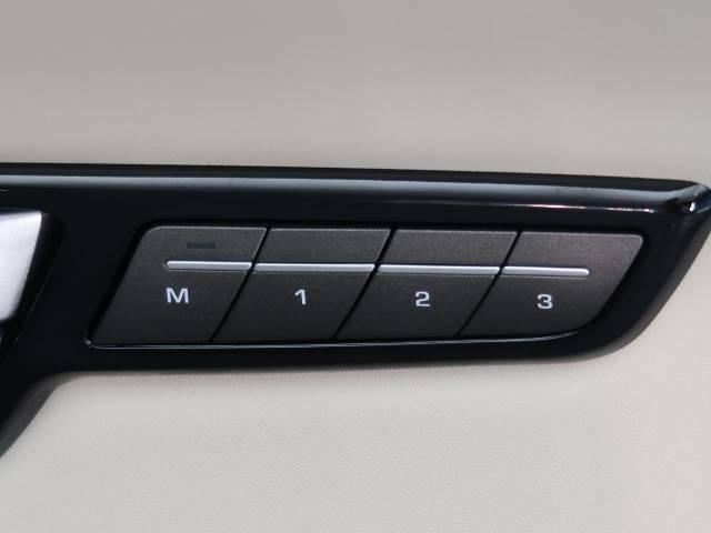 パワーシートでシート位置の微調整が可能!3名様分のメモリー機能も装備しており、ドライバーの交代も楽々行えます♪