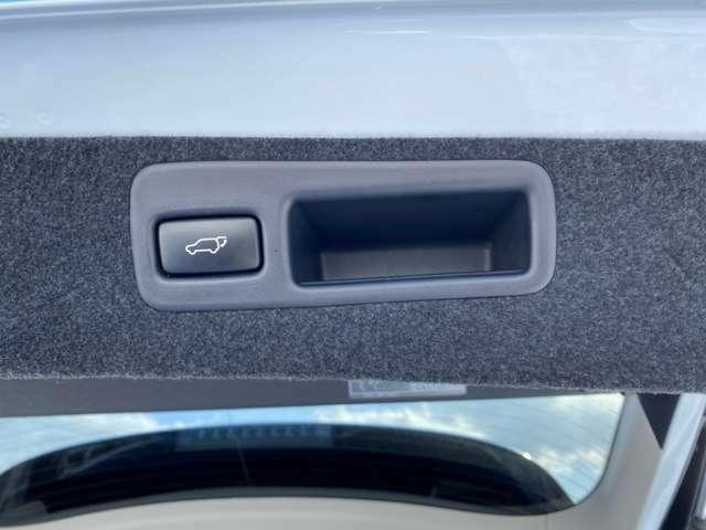 【電動リアゲート】電動でバックドアの開閉が可能なため買い物などでとても便利です♪