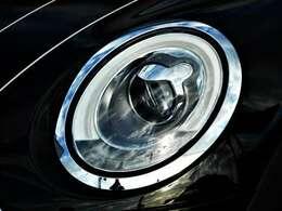 純正LED式の大変明るいヘットライト採用しています