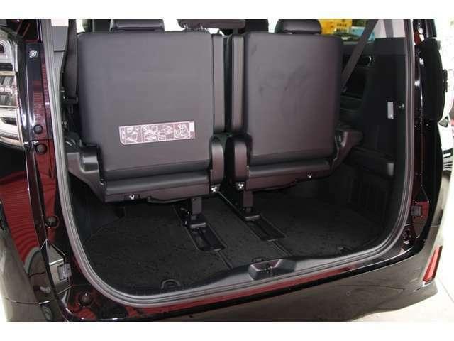 荷物も積めて後部座席は収納できるようになっておりますので荷台が広がります!