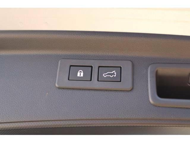 電動バックドアボタン一つで開閉可能