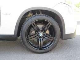 足廻りは社外アルミの装着マッドブラックスポーク18AW でBMWドレスアップのスポークブラックポリッシュ18アルミにタイヤ