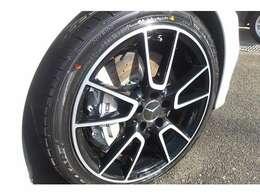 純正AMG19インチAW♪タイヤの残量も有りますよ♪ガリキズも無くキレイな状態を保っております♪