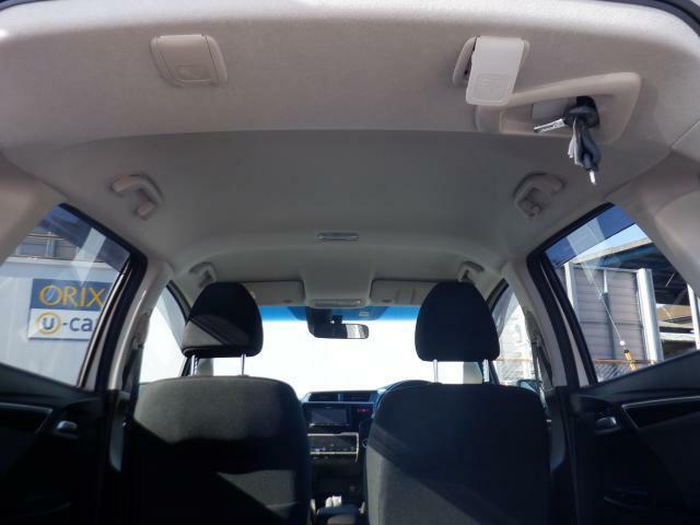天井の状態も良好です。タバコを吸っていた車は、天井の色が変色してしまっているものもあります。中古車探しの際は、天井の状態も重要なポイントですよ!