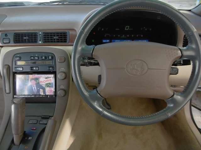 比較的きれいな状態の運転席周りです。オートエアコンはしっかり効きます。