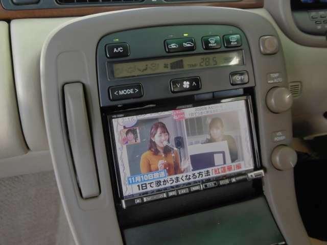 アルパイン製のナビゲーション装備。フルセグ受信で走行中も視聴可能です。