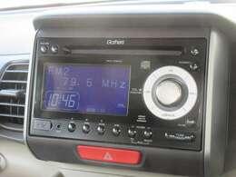 N-BOX+に付いているオーディオはギャザズCDコンポ(WX-128CU)が装着されております。CDプレーヤー・AM/FMチューナー付です。お好みの音楽を聞きながらのドライブは楽しさ倍増ですね!
