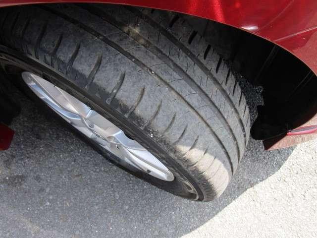 安全にお乗りいただく為に見逃せないタイヤの溝も安心してお乗りいただけるレベルです!