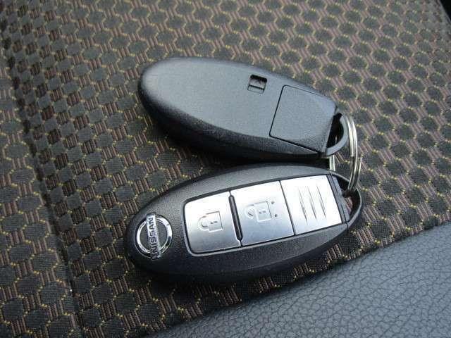 インテリジェントキー2個付き!ドアの施錠やエンジンスタートが楽に行えます!