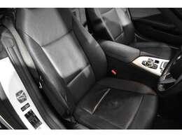 質感の高いシートヒーター付電動ブラックレザーシート! 2パターン迄登録可能なメモリー機能も装備されております!