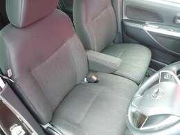 前席はベンチシートになっているので、ゆったりと長距離運転も疲れません