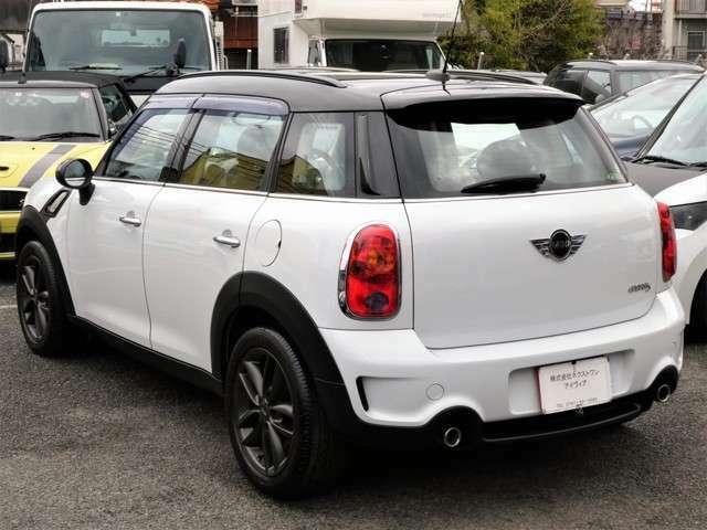 弊社展示場には総在庫台数100台展示!JAAI日本自動車査定協会認定査定士も常駐していますので、お客様の下取り車両査定も安心です。