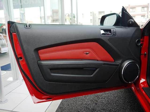 輸入車ディーラー事業に加え、光岡自動車オリジナルカー(ビュート・ヒミコ・ガリューなど)の製作・販売を行っております。 自動車業界でオンリーワンの存在を目指し自社の開発工場で生み出されています。