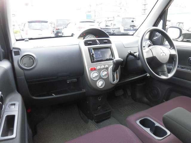 シンプルで使いやすいインパネ周り☆安心・安全の運転席・助手席エアバック付きです。