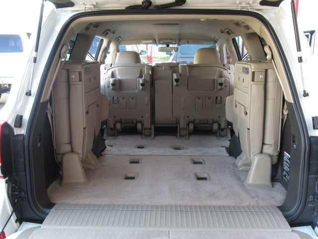 リアシートを倒せば荷室もここまで広くなります☆たくさんの荷物を載せられますよ!