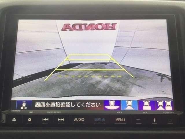 バックガイドモニター機能付きです。バックする際に後方の様子をカーナビのモニター上に表示してくれますので運転席にいながら、後方が確認でき、バック駐車がスムーズに行えます。