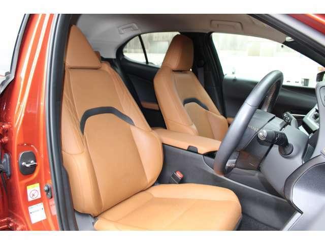 本革【パワーシート】細やかなドライビングポジション調整を可能にします。シートポジションの設定も楽に行えます!