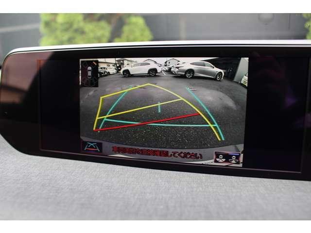 【バックモニター】後退時に後方をモニターに表示。これで車庫入れなども安心です。