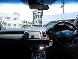 インパネ周りです。広々視界で運転がし易いです。