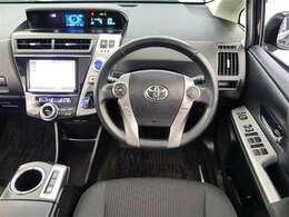 視界良好運転し易いです座ってみてください。センターメーターは視線の移動を少なくでき安全性を高めてくれます。慣れるとグット!!