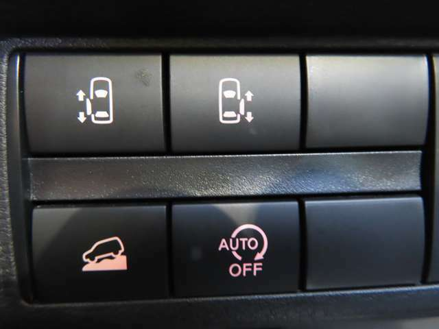 スライドドア開閉スイッチなどは右手で操作しやすい位置に配置されています!!
