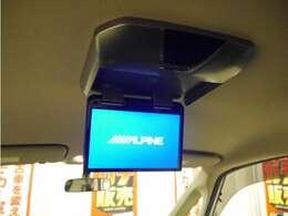 「フリップダウンモニター」TVやDVDを視聴できるので、後席の家族を飽きさせません!