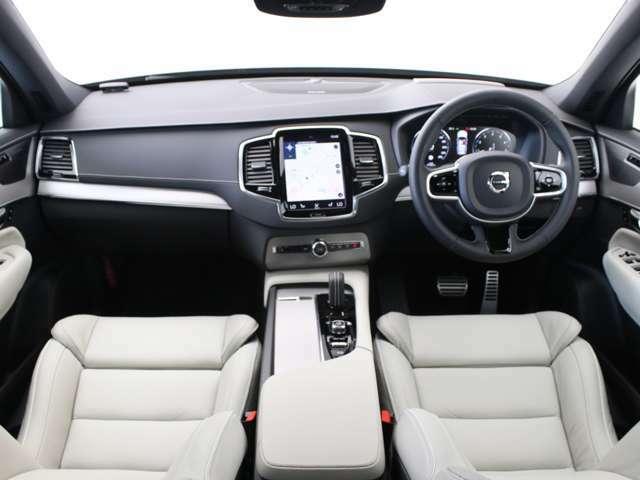 エモーショナルとラグジュアリーは、決して対峙するものではない。ボルボの最上級SUV、ボルボXC90にあって、R-Designは、その真価を最もスポーティにそしてピュアに体現する、特別仕様車です。