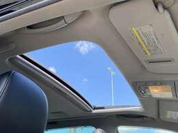 【サンルーフ付き】室内の解放感が違います!車内も明るくなり、快適な運転となるでしょう!