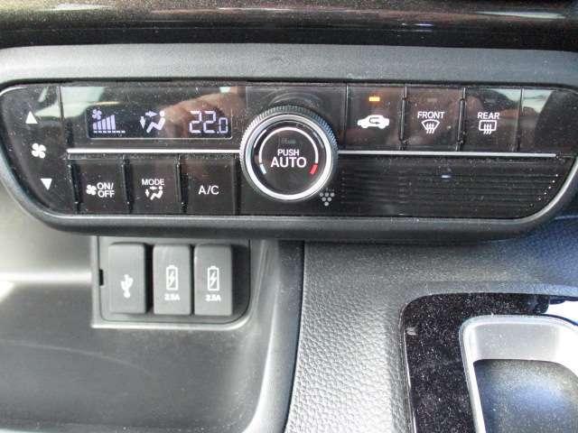 エアコンはオートエアコンなので操作が楽です。外気温の表示もしてくれるので外の気温雄分かりやすいですよ!