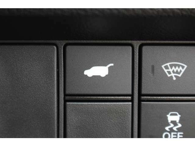 パワーバックドア付き!ボタンを押すとリアハッチが自動で開きます!