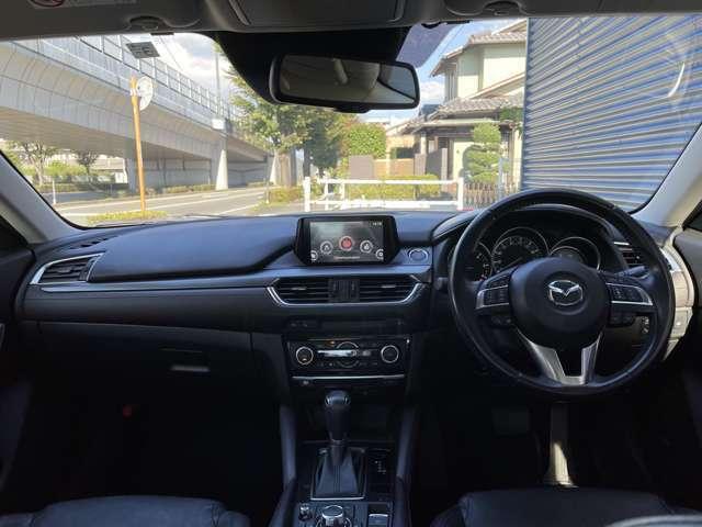 インパネは高級感満載なデザインです♪ 各操作スイッチなども使いやすい位置に配置されているので、快適なドライブを演出します!