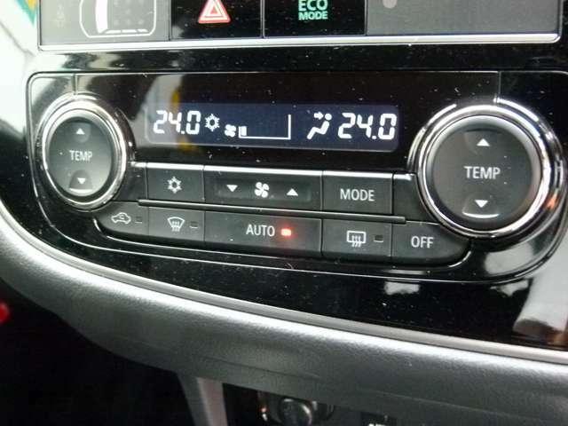 左右独立温度コントロール式フルオートエアコンです。運転席/助手席それぞれの吹き出し口の温度調節ができます。