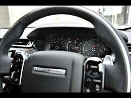 コールドクライメートコンビニエンスパック(94,000円)も搭載されており、ステアリングホイールヒーターも搭載。快適なドライブを提供します。