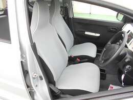 運転席、助手席共にシートはしっかりとしたホールドが確保されています!