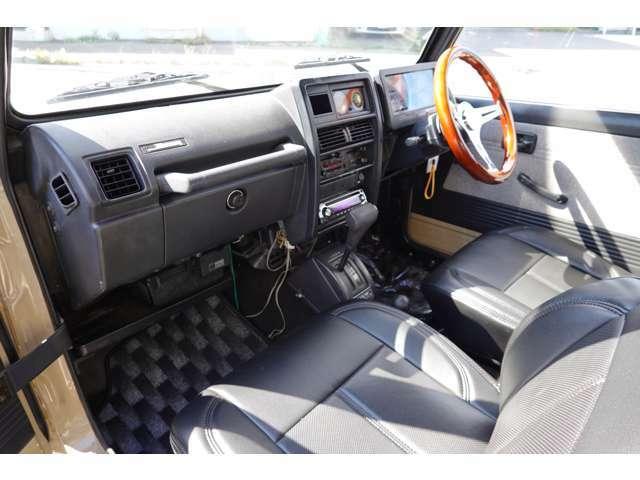 室内とても綺麗な車です☆新品レザーシートカバー付きです☆