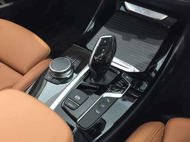 8速AT(MTモード付)を採用しております。スムーズな加速でスポーティーなドライブが可能です。