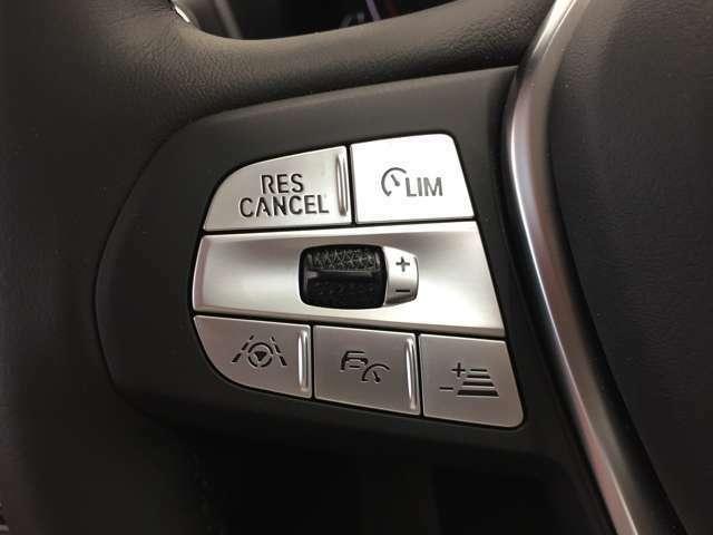 アクティブクルーズコントロールを装備しており、高速道路での運転時に速度設定の巡航走行や前車両の車間距離を設定し、追従走行が可能で、快適にドライブ出来ます。