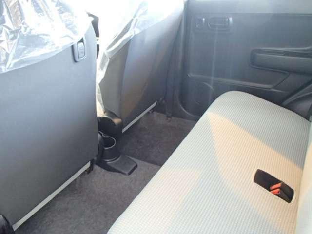 足元も広々♪後部座席もゆったり座れます。