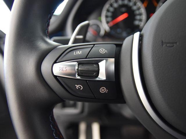 MDriveボタン:エンジン、ステアリング等調整し車両の設定を個別にプラグラムできます。