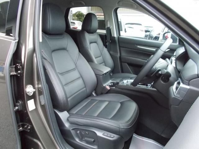 お洒落で上質な黒革シート☆ロングドライブも快適なリラックス空間を実現!体幹をしっかり支えるフロントシート!あらゆる箇所に剛性施してます!
