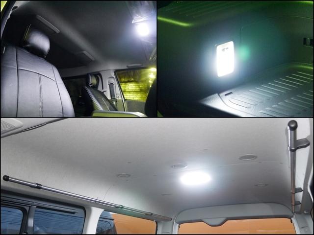 ハイエース専用LEDルームランプも取付。