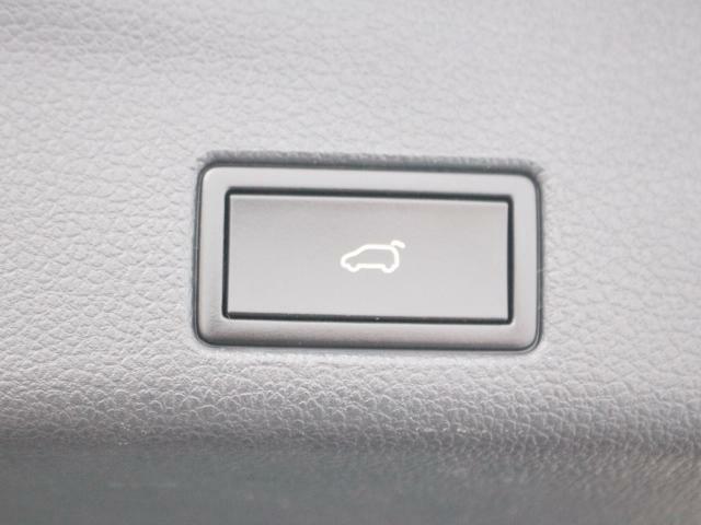 パワーテールゲート(電動バックドア)を装備。キー操作やスイッチ操作でテールゲートが開きます。
