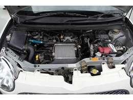 このパールジーノさんの刺激的カスタムポイントは同年代のムーヴラテのターボエンジンをピリッとメンテナンスを行い安全安心でイージーにターボエンジンの加速や低燃費走行が可能で定期的なオイル交換で乗れます♪