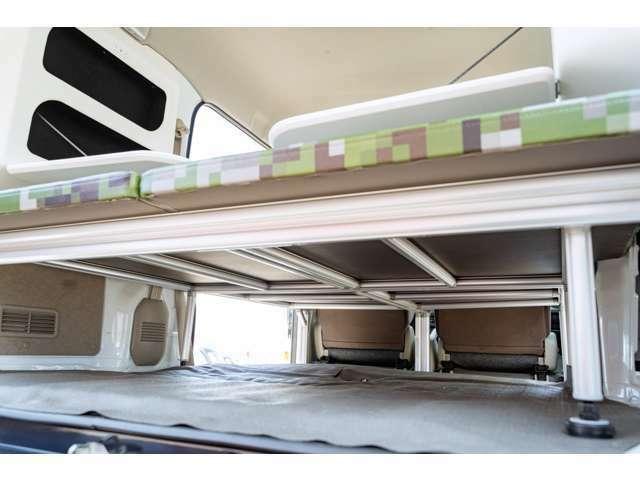軽自動車車中泊仕様は重さが命!ベッドのフレームはアルム製で丈夫で軽い!燃費を気にせず遠くまで走れるで!簡単にばらせるので掃除やお手入れも簡単です!