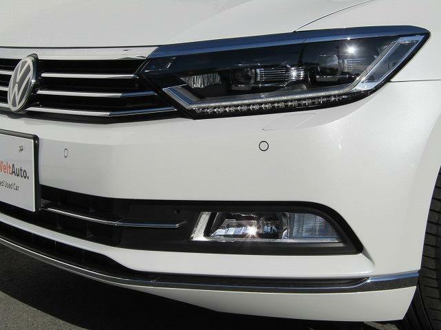 オプションのLEDヘッドライトです。視認性が高く、アスリートを感じさせるスポーティな印象のデザイン♪