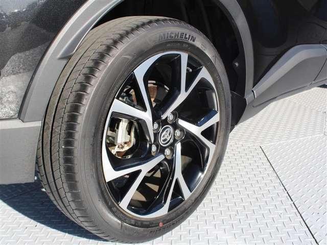タイヤサイズは225/50R18純正アルミホイール!残り溝は5ミリ程度です!