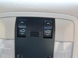 サンルーフも装備しております。開放的な雰囲気がとても似合うお車だけに必須装備としてこだわられる方も多くいらっしゃいます。
