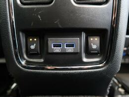 ●全席シートヒーター(オプション装備):高級感あふれるレザーシートに、前席・後席にシートヒーターを搭載しております。