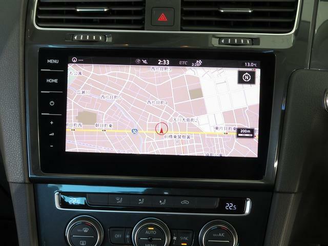 """Volkswagen純正インフォテイメントシステム""""Discover Pro"""":従来のナビゲーションシステムの域を超える、車両を総合的に管理するシステムです。また、スクリーンに触れることなく手のひらを"""
