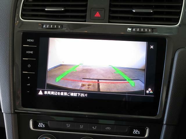 リヤビューカメラ:車両後方の映像を映し出し、画面にはガイドラインが表示され、車庫入れや縦列駐車を容易にしてくれます♪